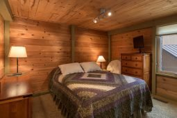 bedroom at sunriver home rental