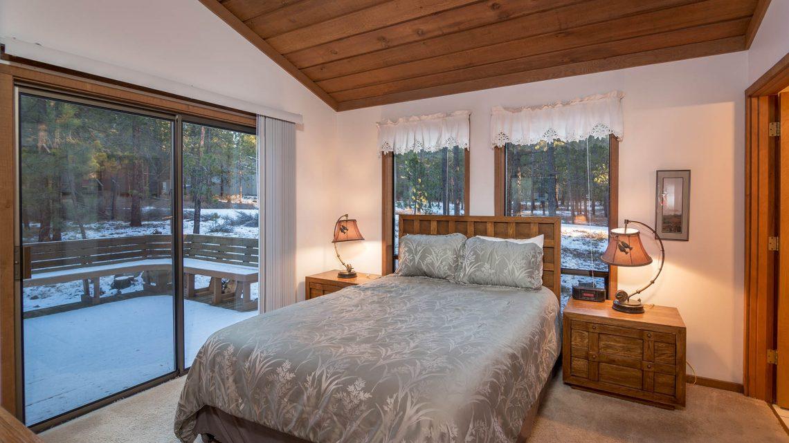 Bedroom With Sliding Glass Doors Fox Sunset Lodging In Sunriver