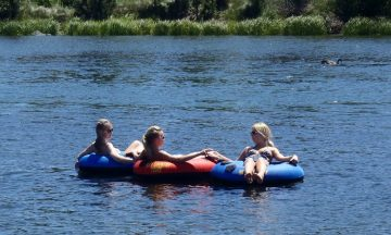 girls floating the deschutes river in sunriver