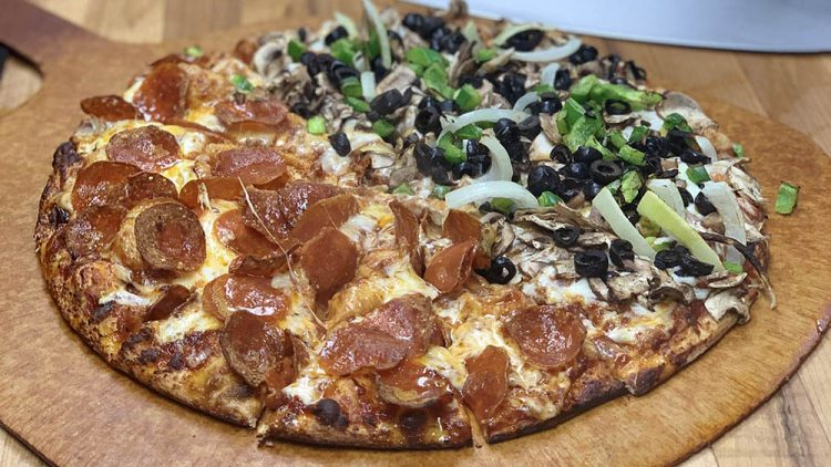 where to eat in sunriver - blondies pizza